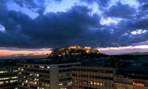 Euro Near One-Week Low Before Talk on Greece