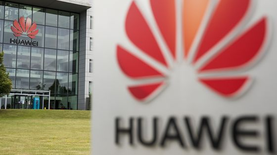 U.K. Phone Market Will Be Duopoly for Years After Huawei Ban