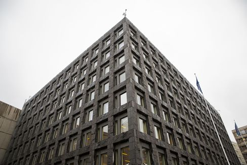 Bank Oversight Becomes Turf Scuffle as Swedes Add to Debt