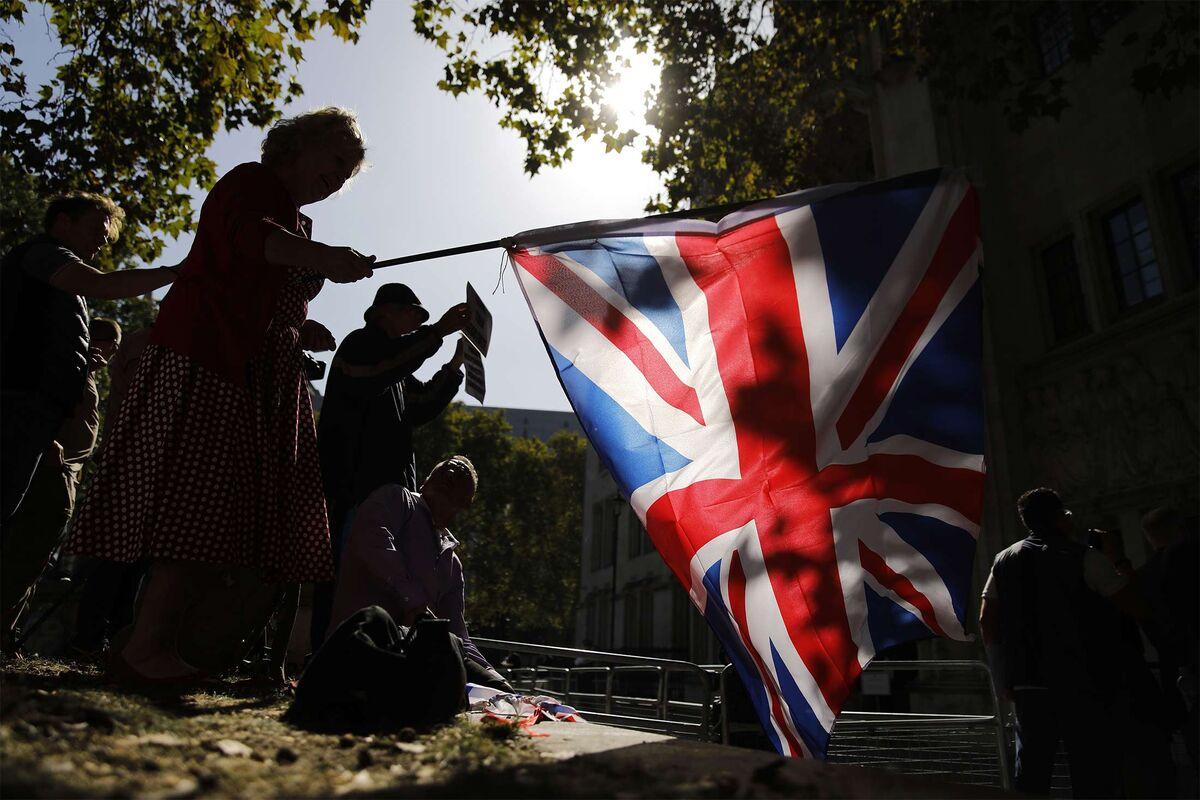 U.K. Sees 'Momentum' in Talks After Irish Warning: Brexit Update