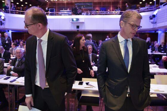 Commerzbank Board MembersSeek Meeting to End Deutsche Bank Deal Talks
