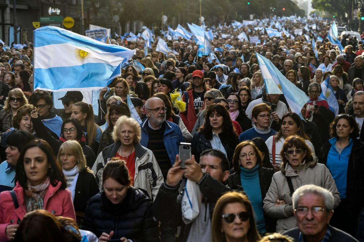 Thousands March in Argentina in Support of Macri's Re-Election
