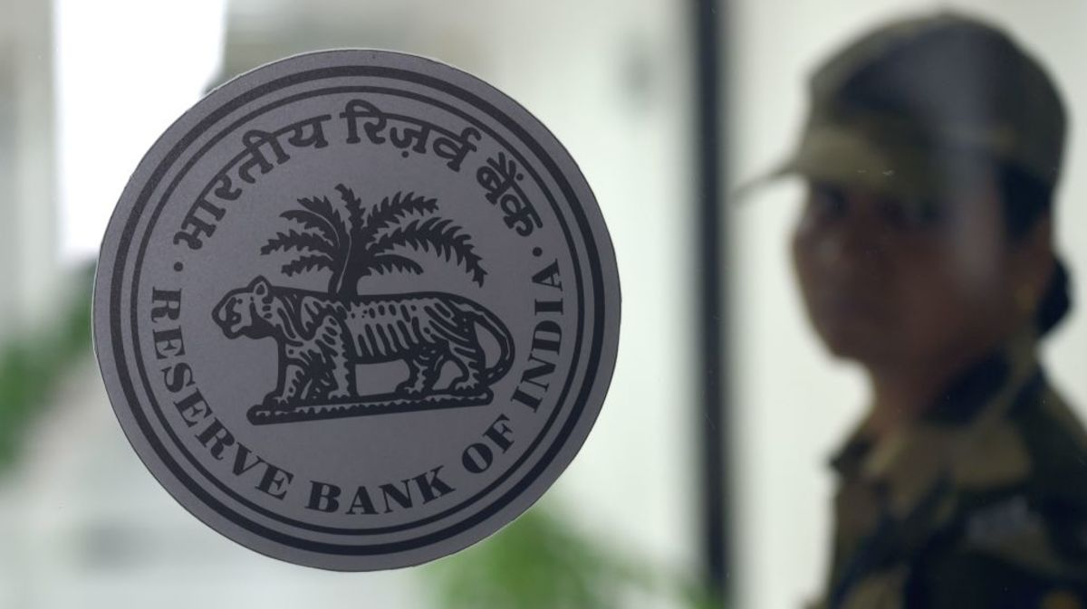 Indian Bonds Slide as RBI's Choice of Purchase Papers Disappoint