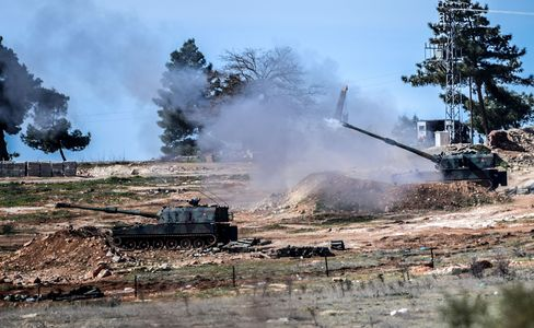 Turkish tanks fire towards the Syria border
