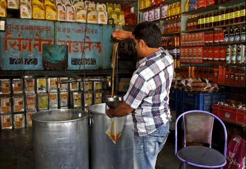 Cooking-Oil Imports by India Seen at Record