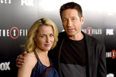 Actress Gillian Anderson (L) and actor David Duchovny arrive at the premiere of Fox's 'The X-Files' at the California Science Center on Jan.16, in Los Angeles.