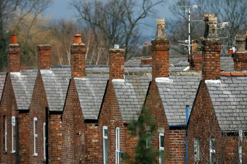 U.K. Net Mortgage Lending Falls as Consumers Retrench