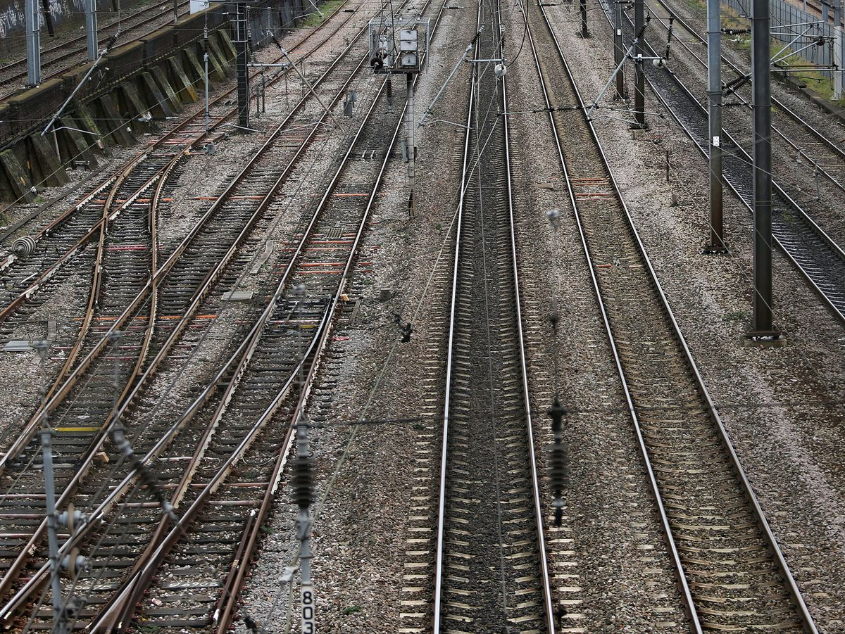 U.K.'s Johnson Plans Infrastructure Boost as Budget Looms