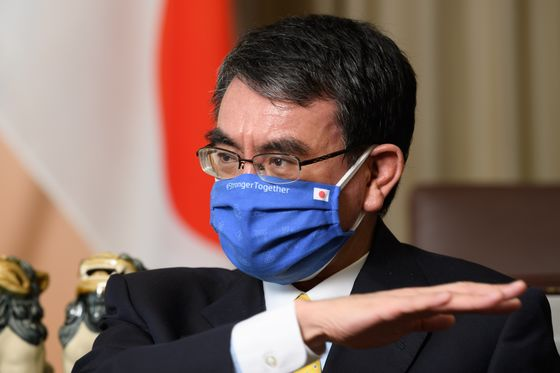Japan Vaccine Czar Says Inoculations Won't Pick Up Until May