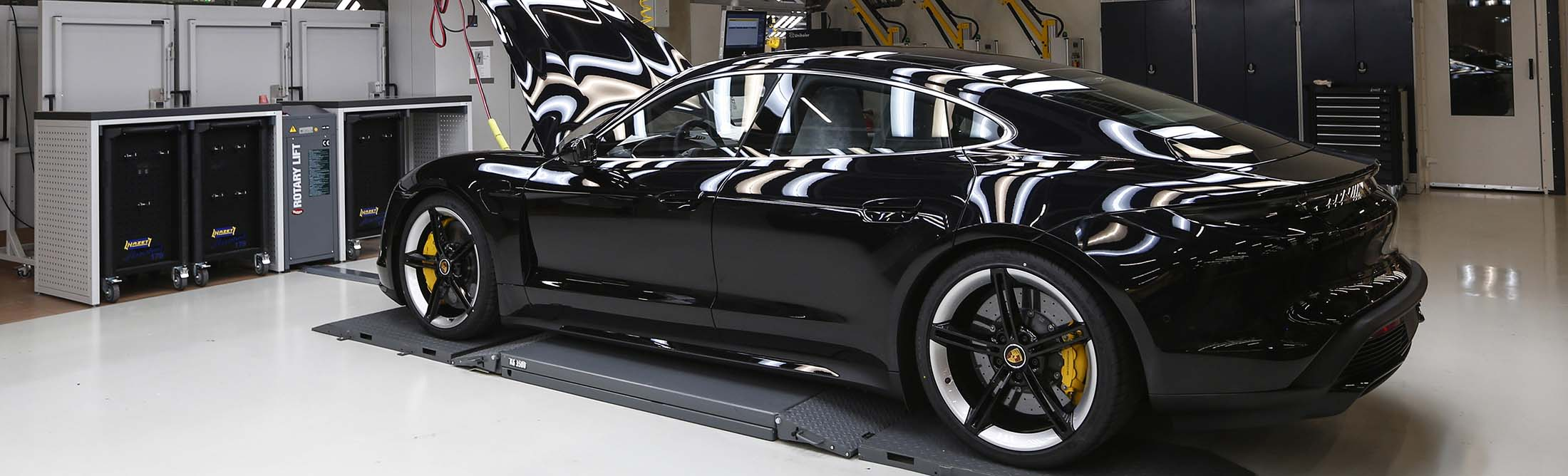 In Photos Look Inside Porsche S New Taycan Factory Bloomberg