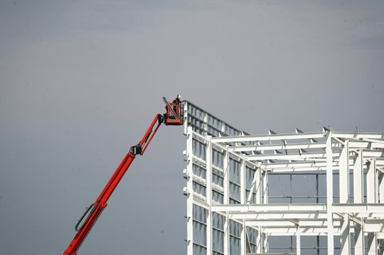 Skyscrapers Give Way to Sheds as Covid Changes U.K. Real Estate