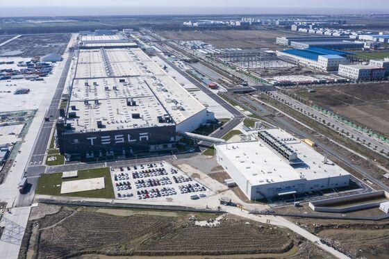 Tesla Idles China Plant, Suspending Vehicle Output Worldwide