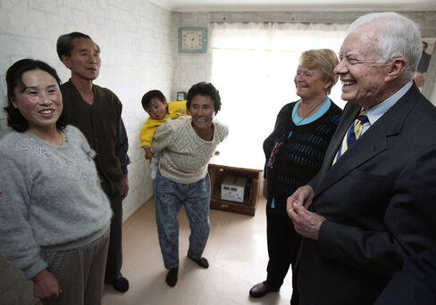 Carter Criticizes U.S., S. Korea for Refusing Aid to North