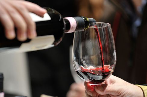 Gran Selezione wines require even more aging, must come from a single vineyard or an estate's best vineyards and pass a panel tasting of experts.