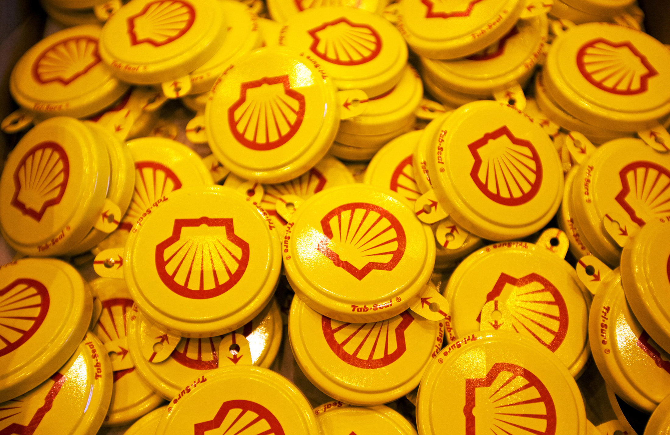 Shell Cuts Debt With $7.25 Billion Sale of Canada Oil Sands