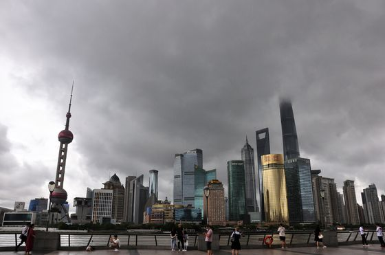 Shanghai Resumes Flights, Some Port Operations After Typhoon