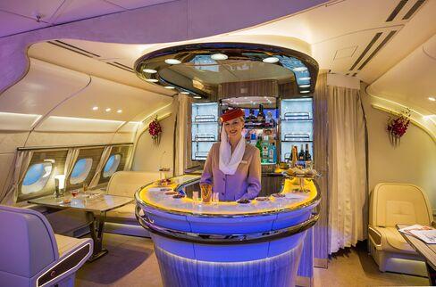 エミレーツ航空の新しい機内バー(A380)