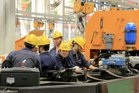 China's Manufacturing May Contract at a Faster Pace