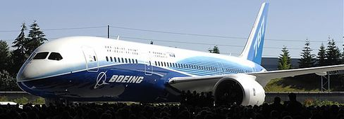 Boeing Rolls Out the Dreamliner