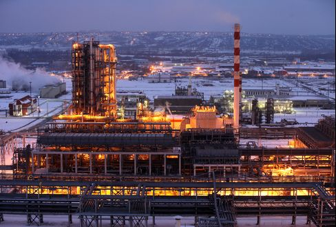 RTS Futures Retreat as Lukoil Plunges on Oil