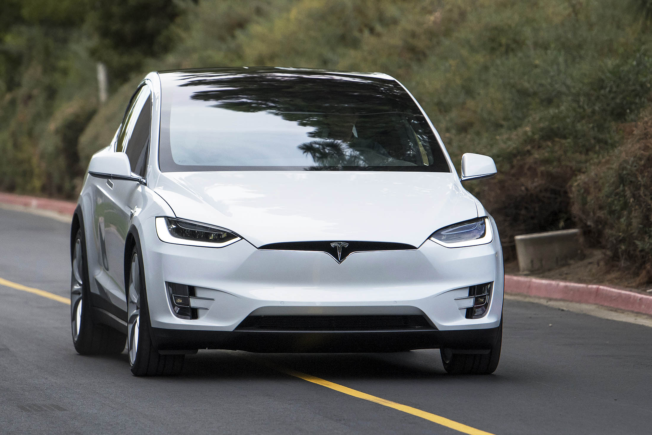 First Drive: The New Tesla Model X SUV Has Some Surprises - Bloomberg