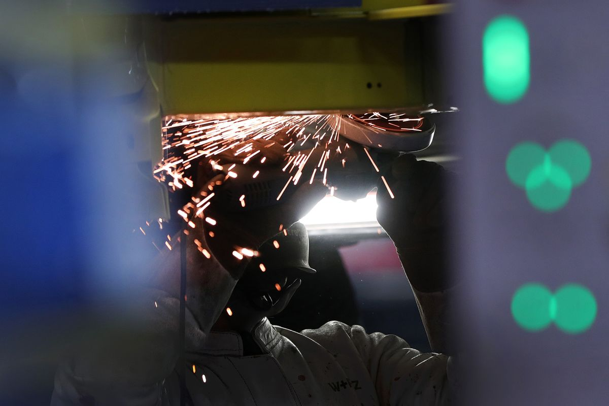 German Manufacturing Remains in Slump at Start of Second Quarter