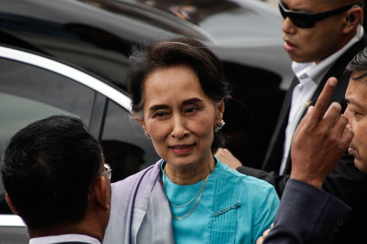 Nobel Prize Winner Suu Kyi to Defend Myanmar on Genocide Charges