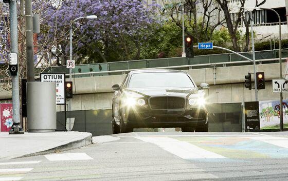 Bentley's $244,600 Flying Spur Harks Back to an Era of Grandeur