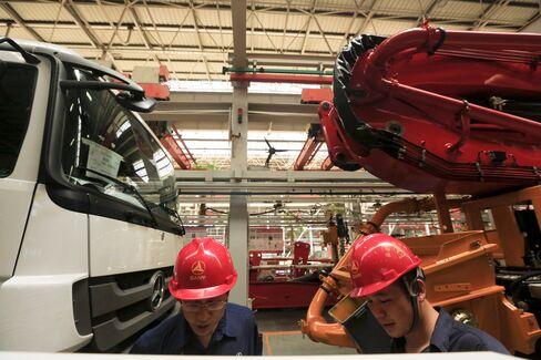 China Economy's Deterioration Raises Risk of Wen Missing Target