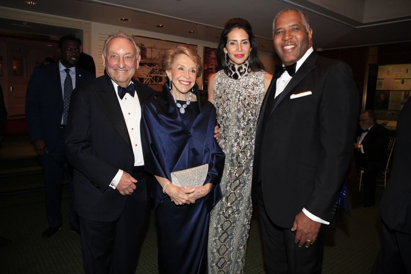 relates to Sandy Weill Becomes Carnegie Hall's First $100 Million Man