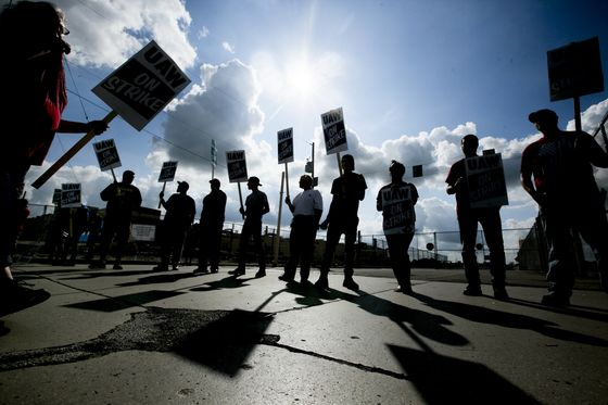 GM Union Digs In on Strike, Claiming Latest Proposal Fell Short