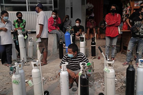Indonesia to Ship Oxygen From Neighbors as Covid Spike Depletes Supplies