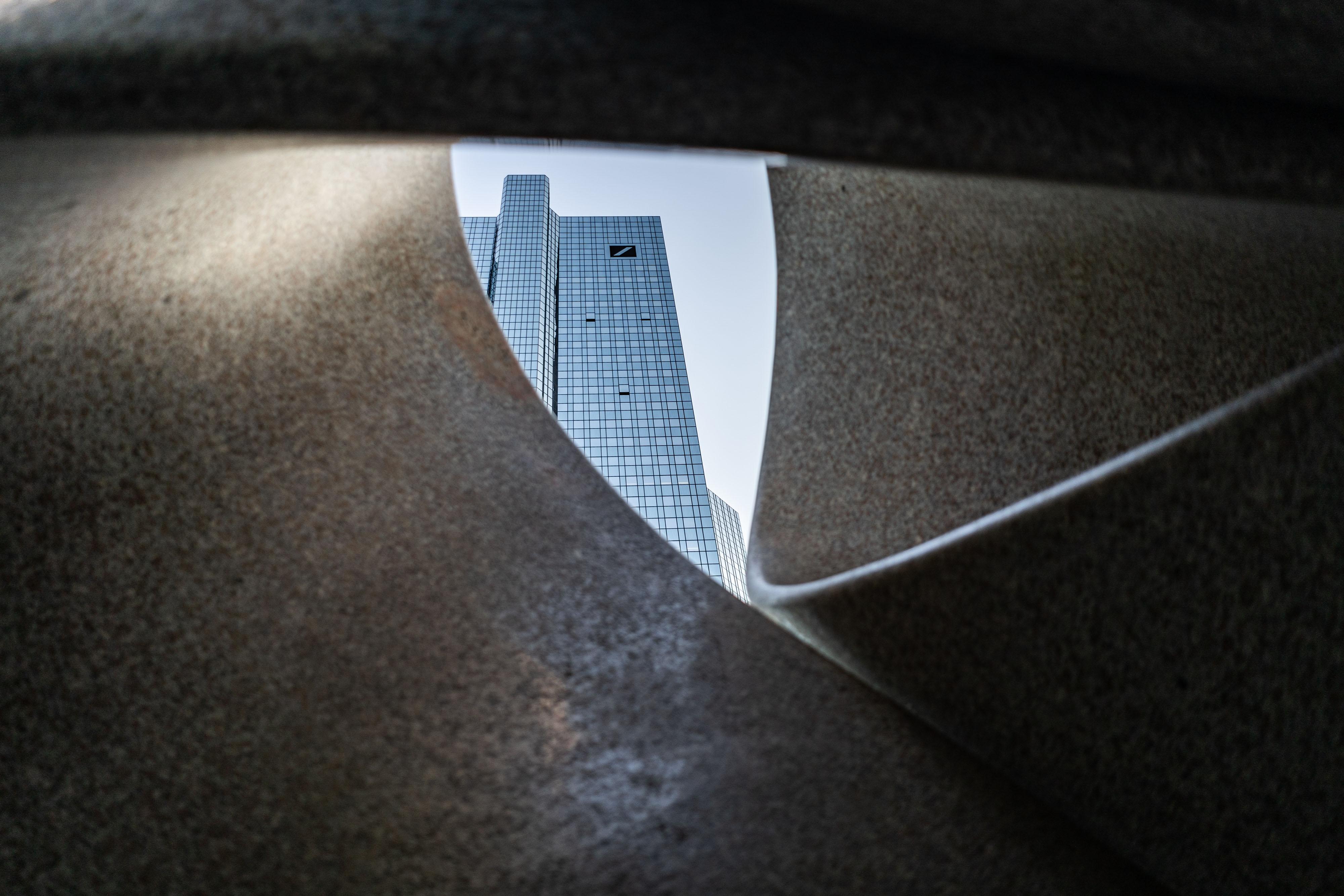 ドイツ銀、18億円支払いでSECと合意-政府当局者の親族採用巡り - Bloomberg