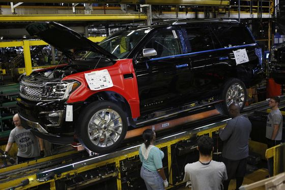 Ford Boosts Output of Big SUVs for Second Time in Two Years