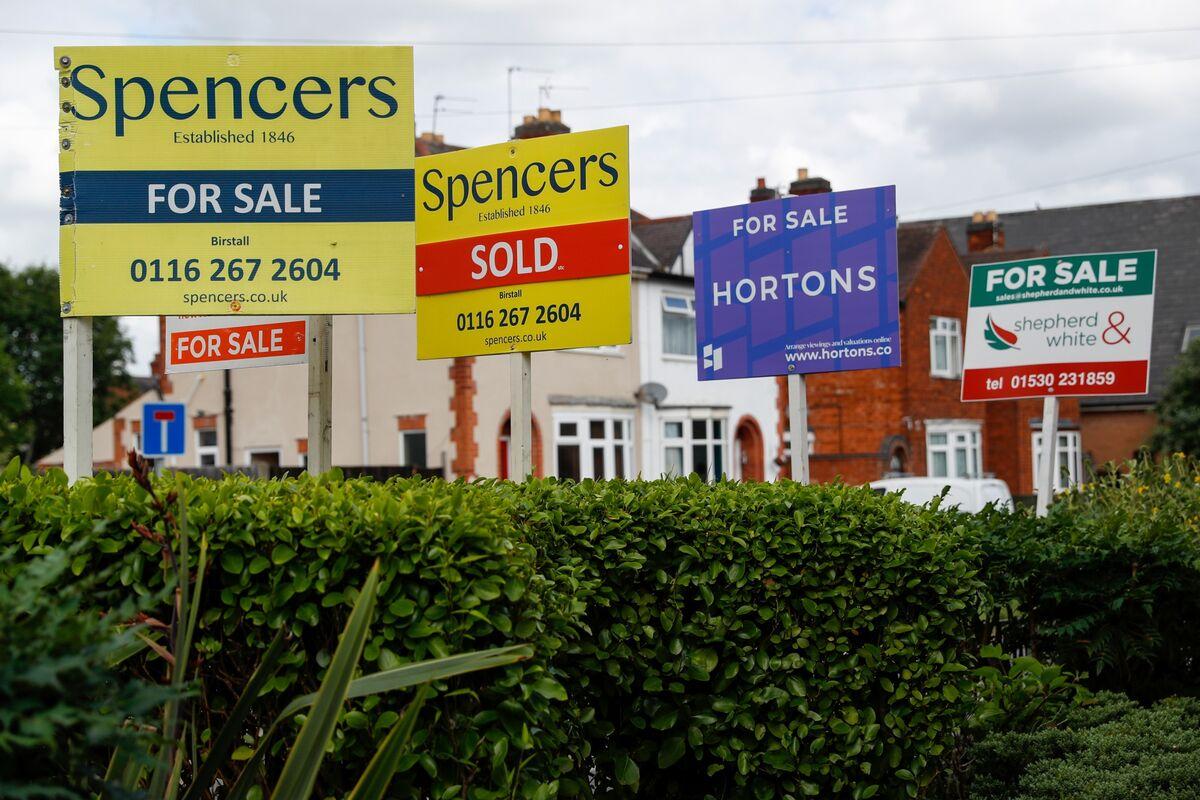 U.K. Banks Under Pressure to Start Raising Mortgage Prices