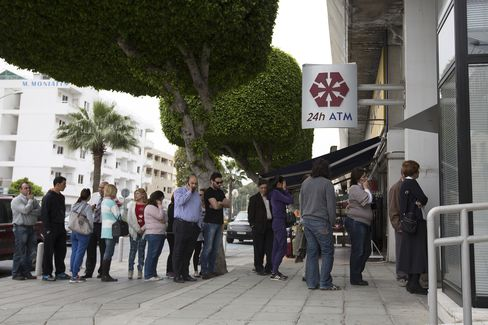 ECB Gives Cyprus Funding Deadline as Anastasiades Works on Plan