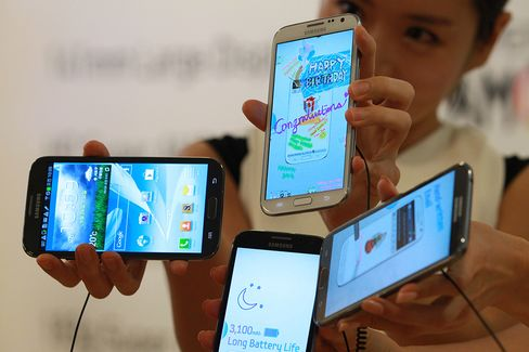 Samsung Tops Nokia, Apple Again as Biggest Mobile-Phone Seller
