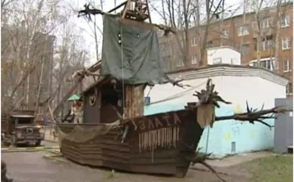 Russian Man Builds Fantastic Diy Playground With Logs Roots Car Parts Bloomberg