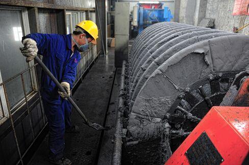 Zinc Glut Diminishing as China Cuts Most Since '04
