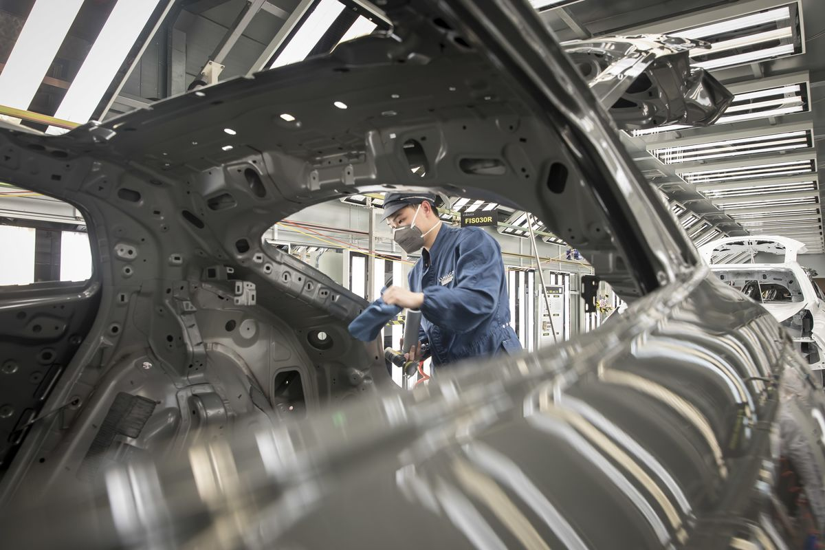 China's Factory Deflation Deepened in May Amid Slow Recovery