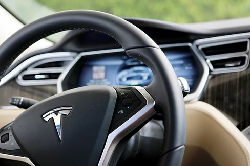 Tesla's Model S Sedan Destroys Safety Tests ... Literally