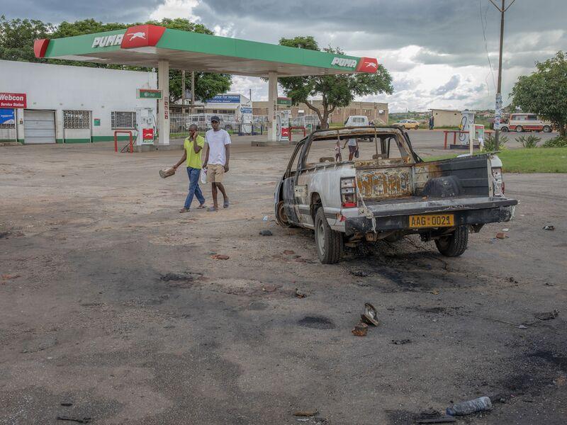 Tanking Economy Snaps Zimbabwe Dream Of Post-Mugabe Revival