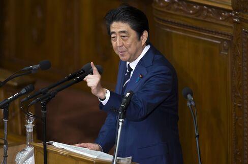 演説に立つ安倍首相(1月20日)
