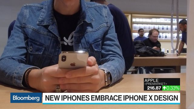 Apple To Expand Iphone X Design With New Colors Big Screens Bloomberg