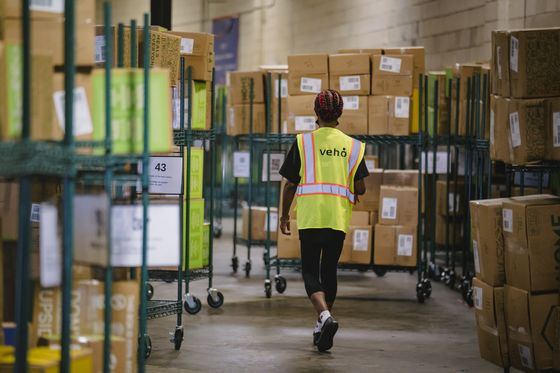Startup Couriers Snatch Toehold in Biggest Shake-Up of FedEx Era