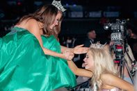 Miss America 2018, Cara Mund, greets London Hibbs, Miss America's Outstanding Teen for 2019.