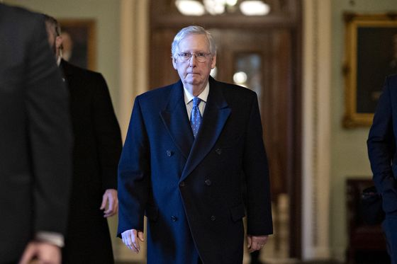 Pelosi and McConnell Begin 2020 in Standoff Over Trump Impeachment Trial