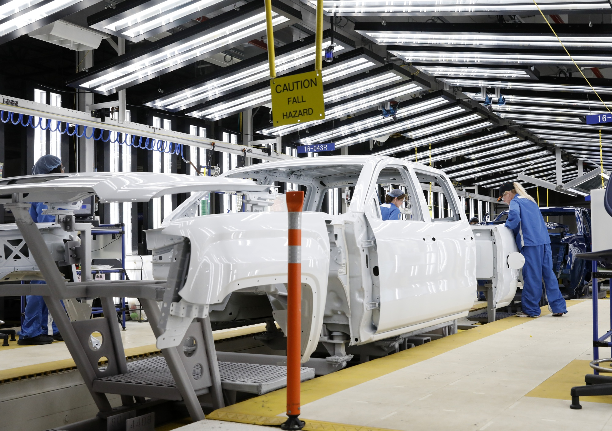 GM Plots Temp-Worker Push as Union Fumes Over Doomed Plants