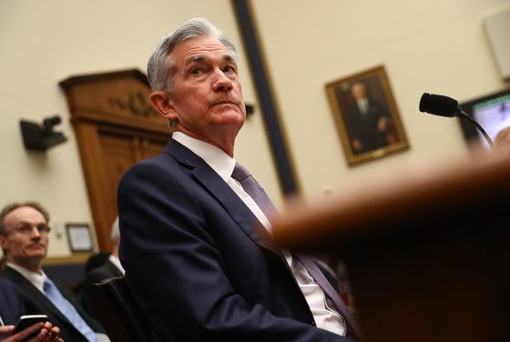 Powell Concession on Too-Tight Fed Underlines Shift Toward Cuts