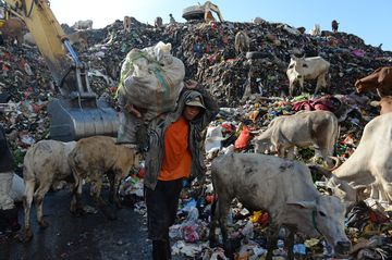 A garbage disposal area in Makassar, Indonesia's South Sulawesi province. Photographer: Dimas Ardian/Bloomberg